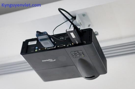 Giá treo máy chiếu Optoma